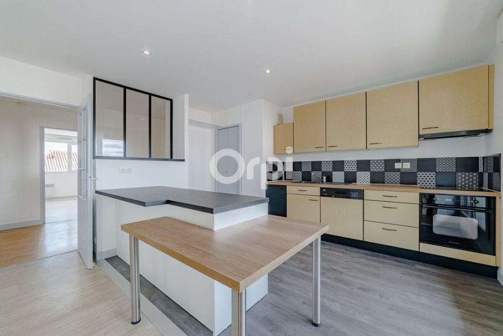 Appartement à louer 4 129.3m2 à Limoges vignette-1