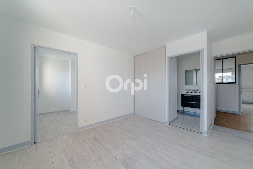 Appartement à louer 4 129.3m2 à Limoges vignette-6