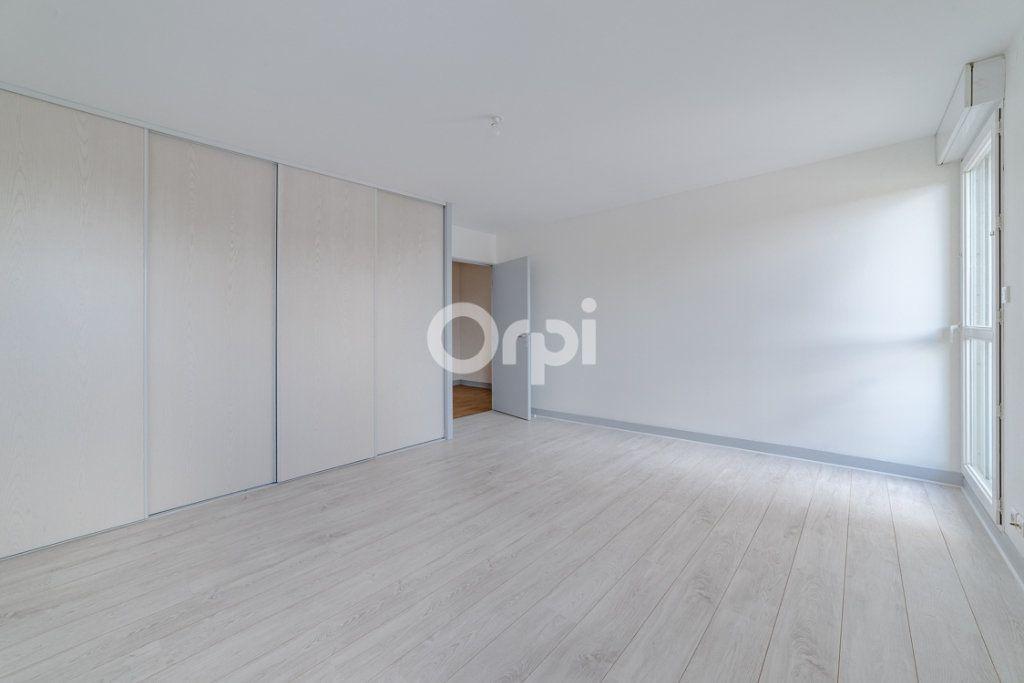 Appartement à louer 4 129.3m2 à Limoges vignette-9
