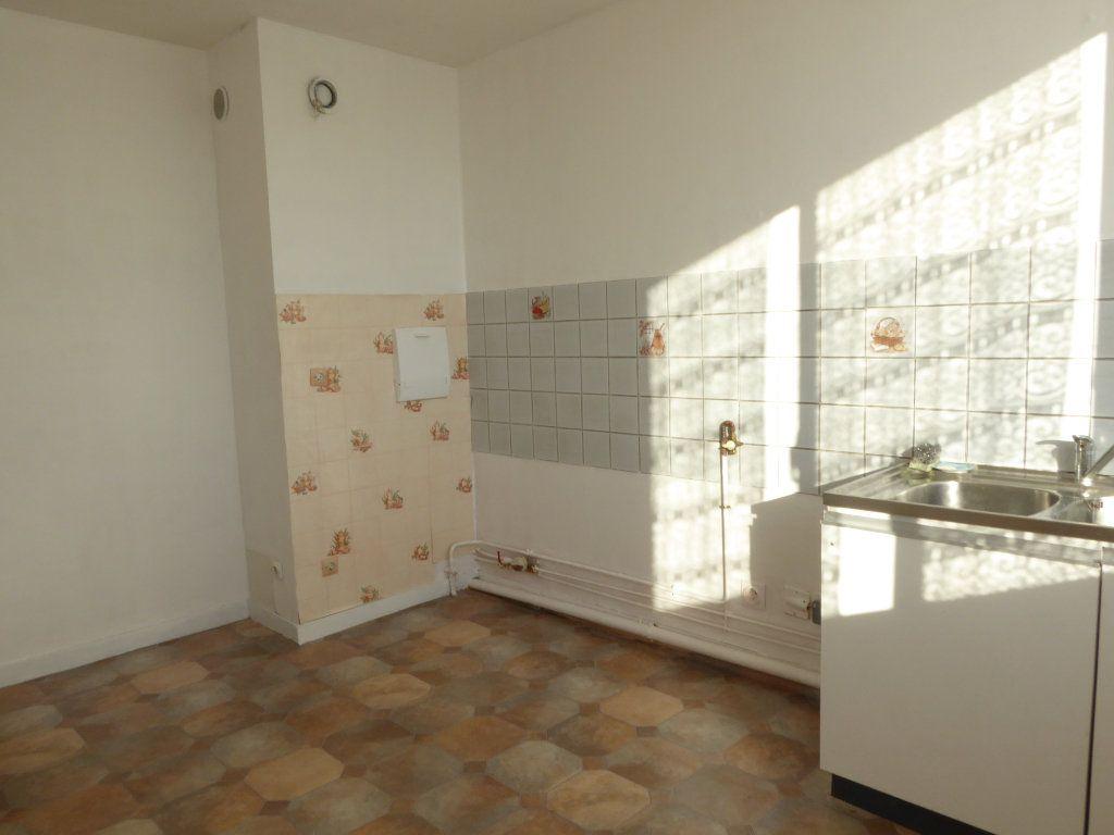 Appartement à louer 3 66.52m2 à Limoges vignette-2