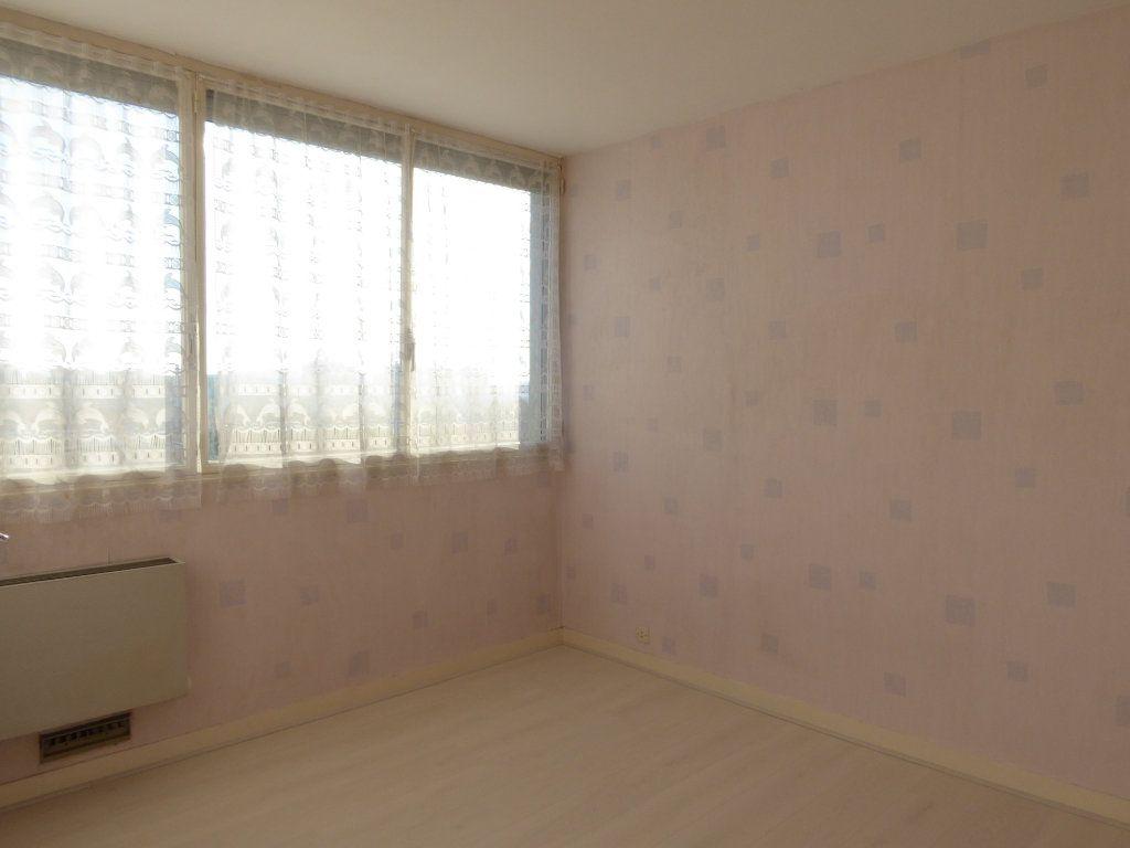 Appartement à louer 3 66.52m2 à Limoges vignette-3
