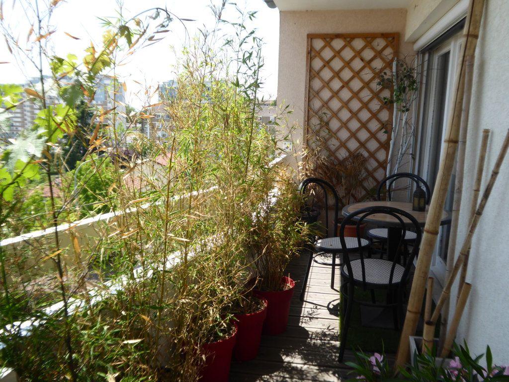 Appartement à louer 4 72.88m2 à Limoges vignette-2