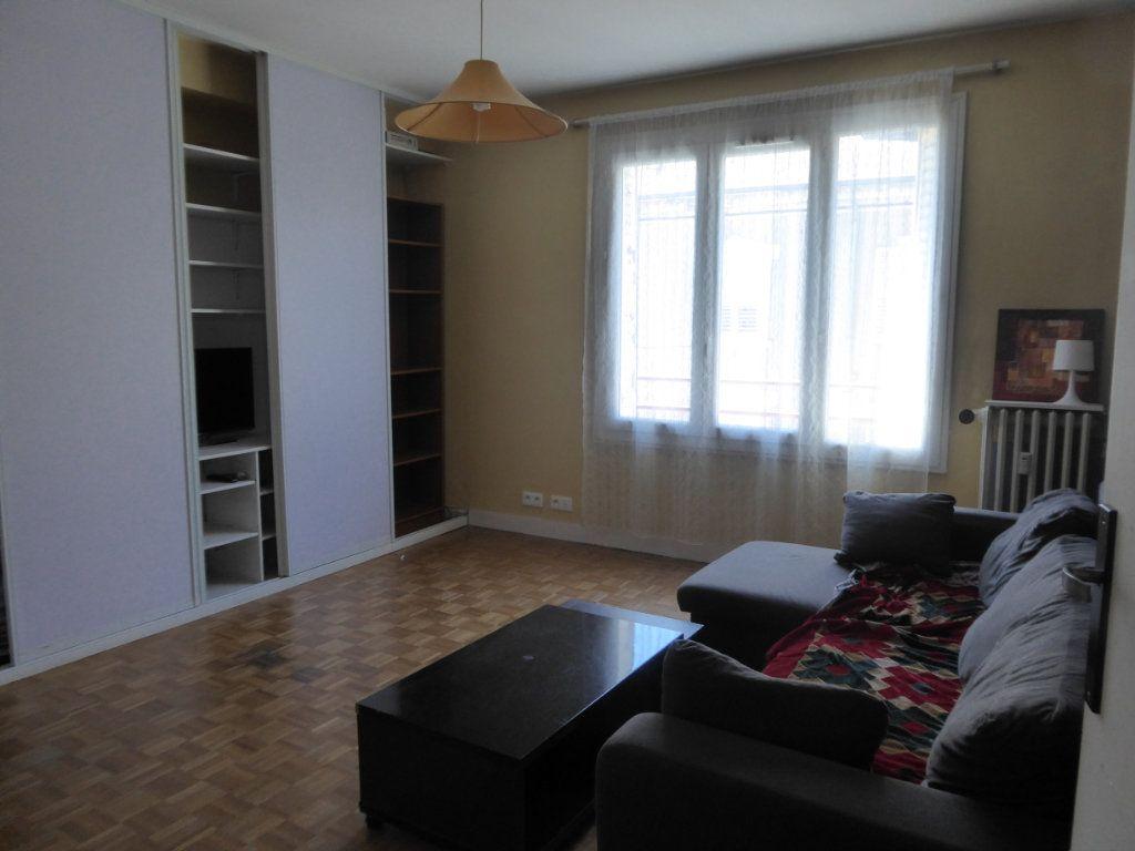 Appartement à louer 2 47.56m2 à Limoges vignette-2