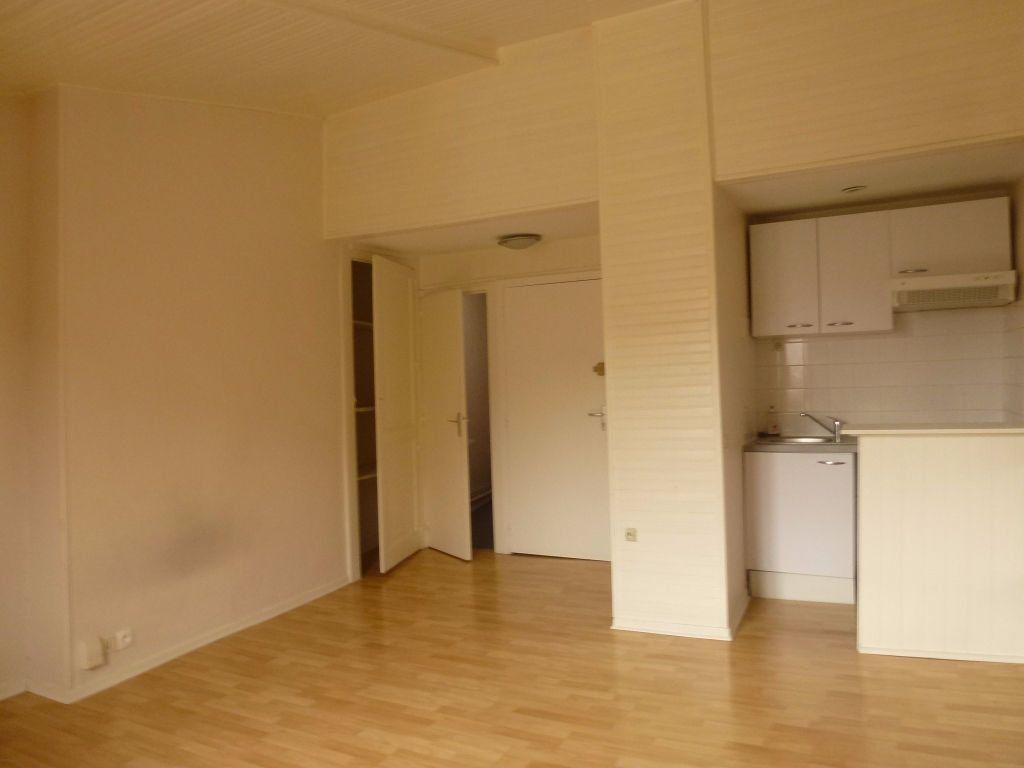 Appartement à louer 1 25.13m2 à Limoges vignette-3