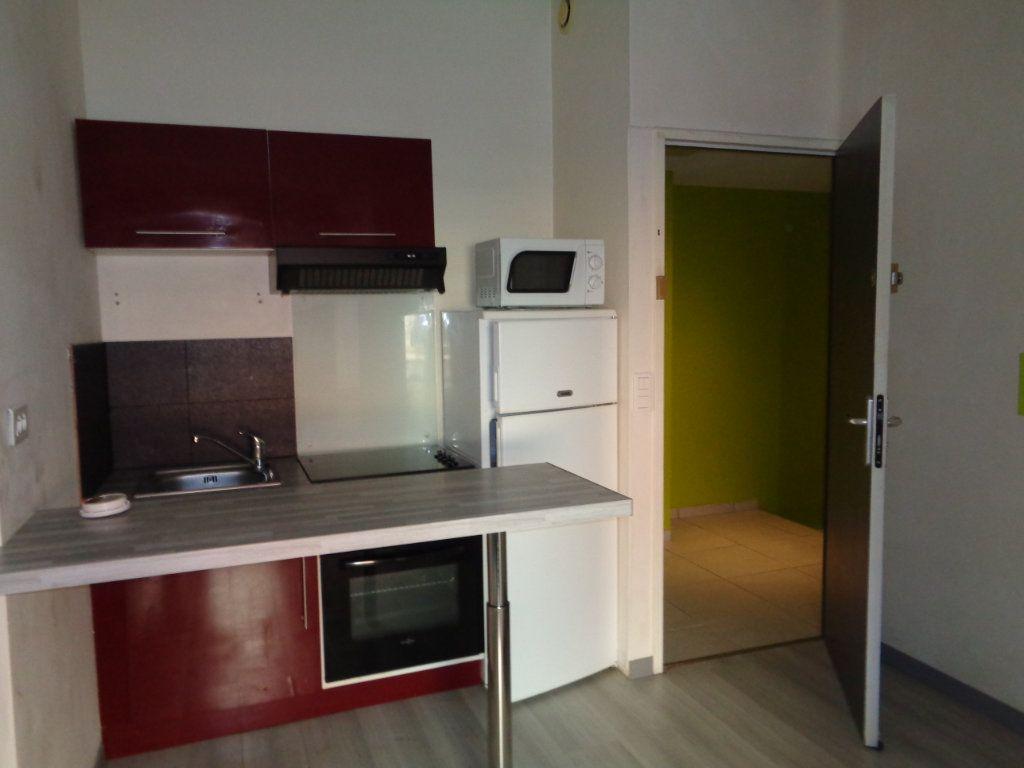 Appartement à louer 2 32m2 à Reims vignette-1