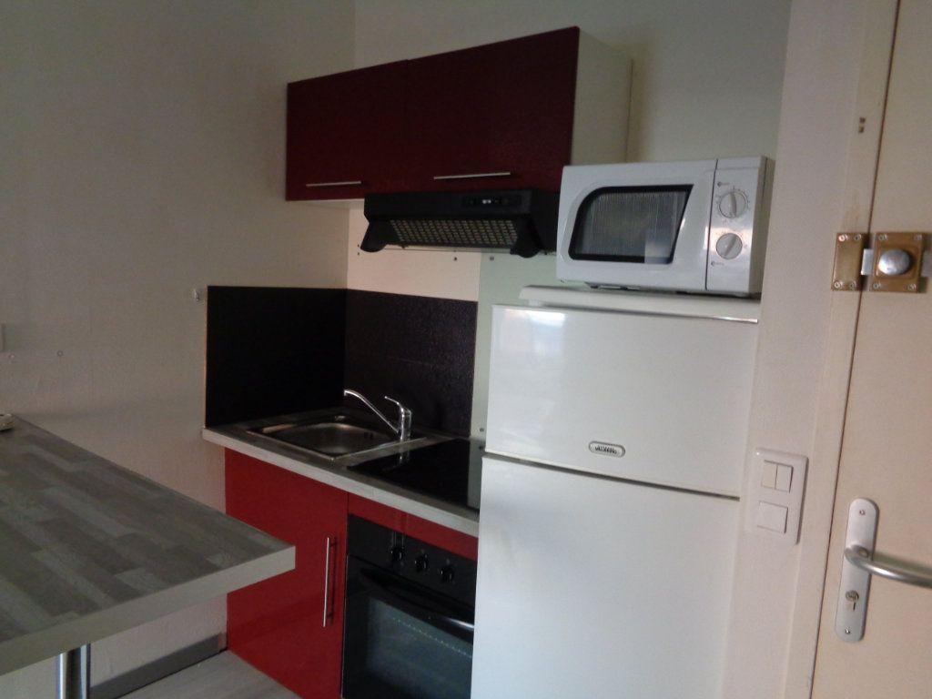 Appartement à louer 2 32m2 à Reims vignette-2