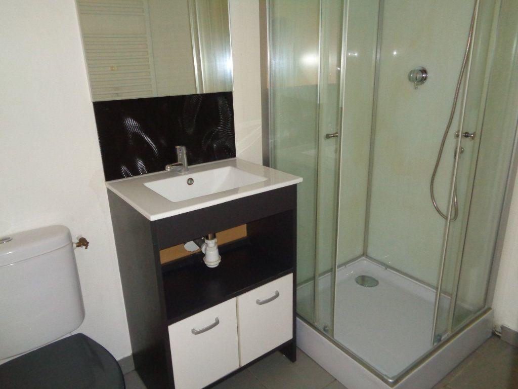 Appartement à louer 2 32m2 à Reims vignette-9