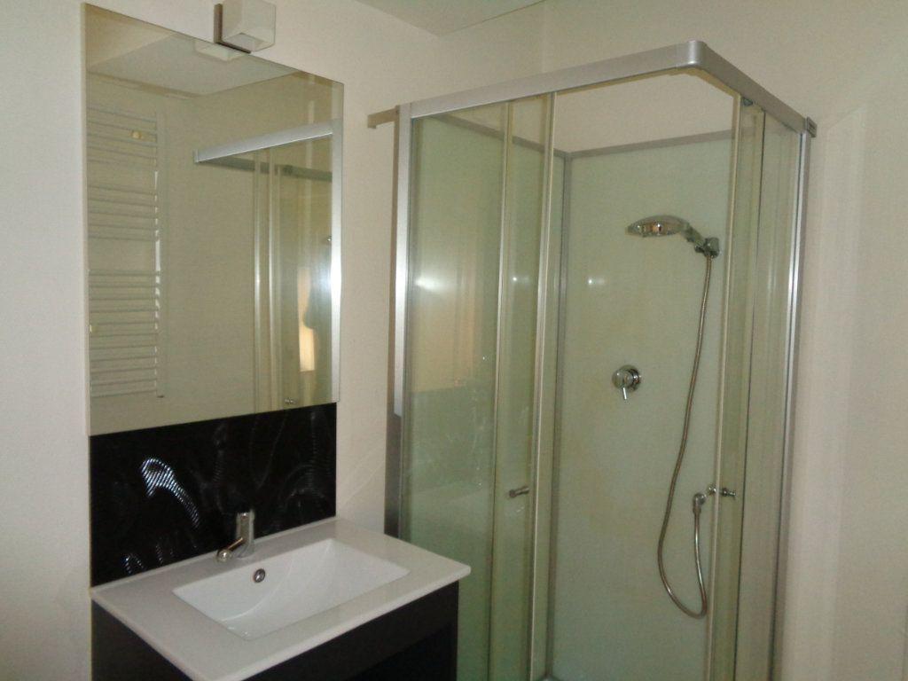 Appartement à louer 2 32m2 à Reims vignette-10