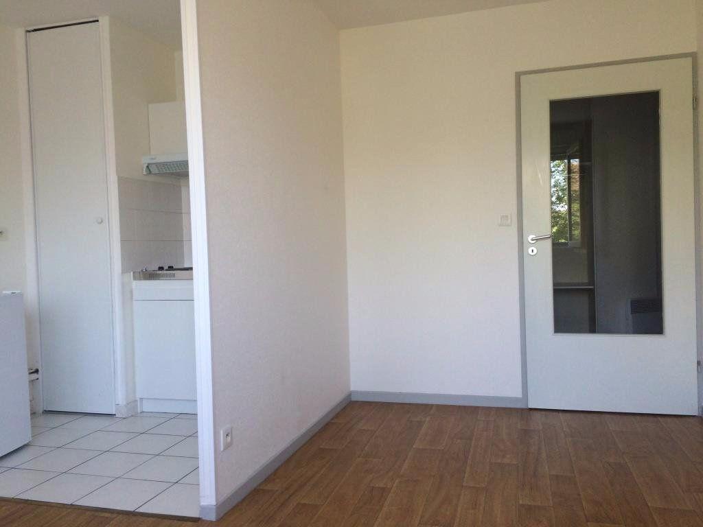 Appartement à louer 1 27m2 à Reims vignette-1