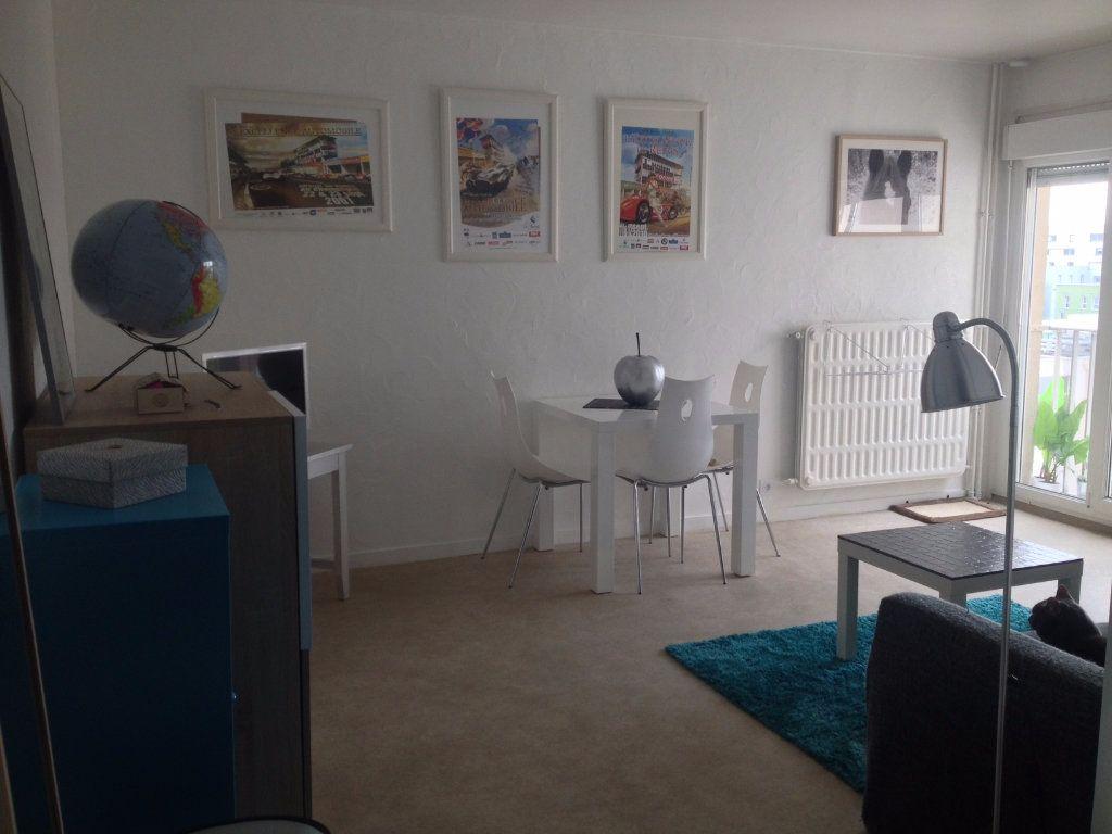 Appartement à louer 1 28.02m2 à Reims vignette-1