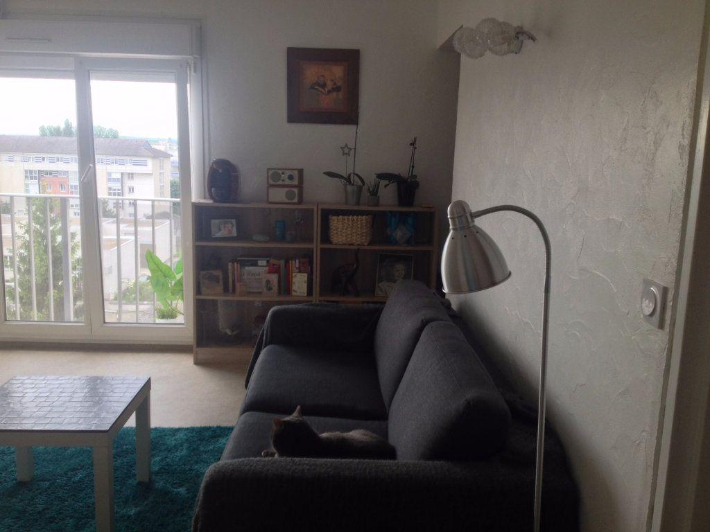 Appartement à louer 1 28.02m2 à Reims vignette-2