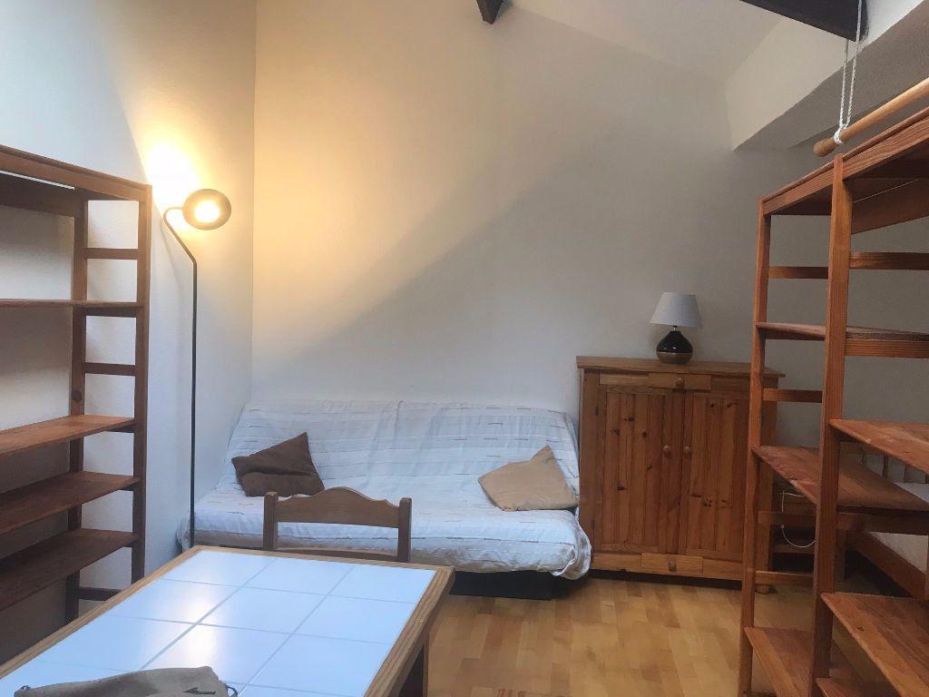Appartement à louer 1 30m2 à Reims vignette-1