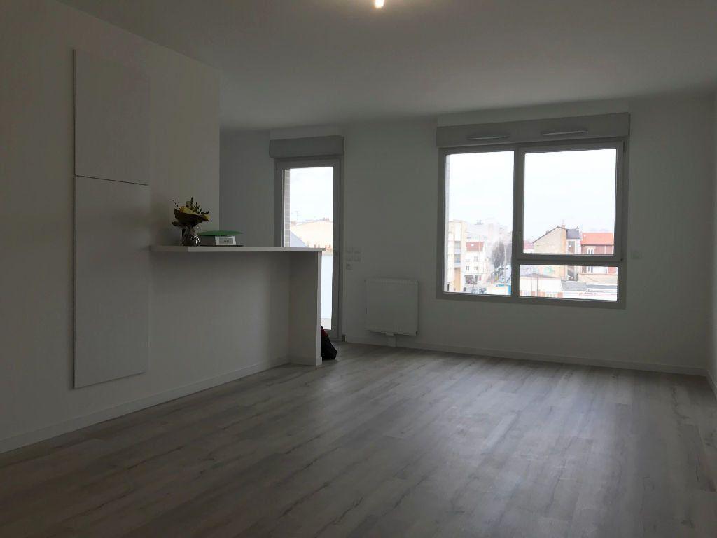 Appartement à louer 1 36.8m2 à Reims vignette-1