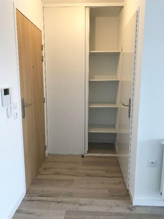 Appartement à louer 1 36.8m2 à Reims vignette-9