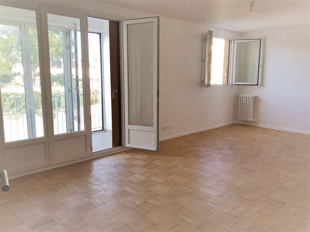 Appartement à louer 4 95.9m2 à Reims vignette-1