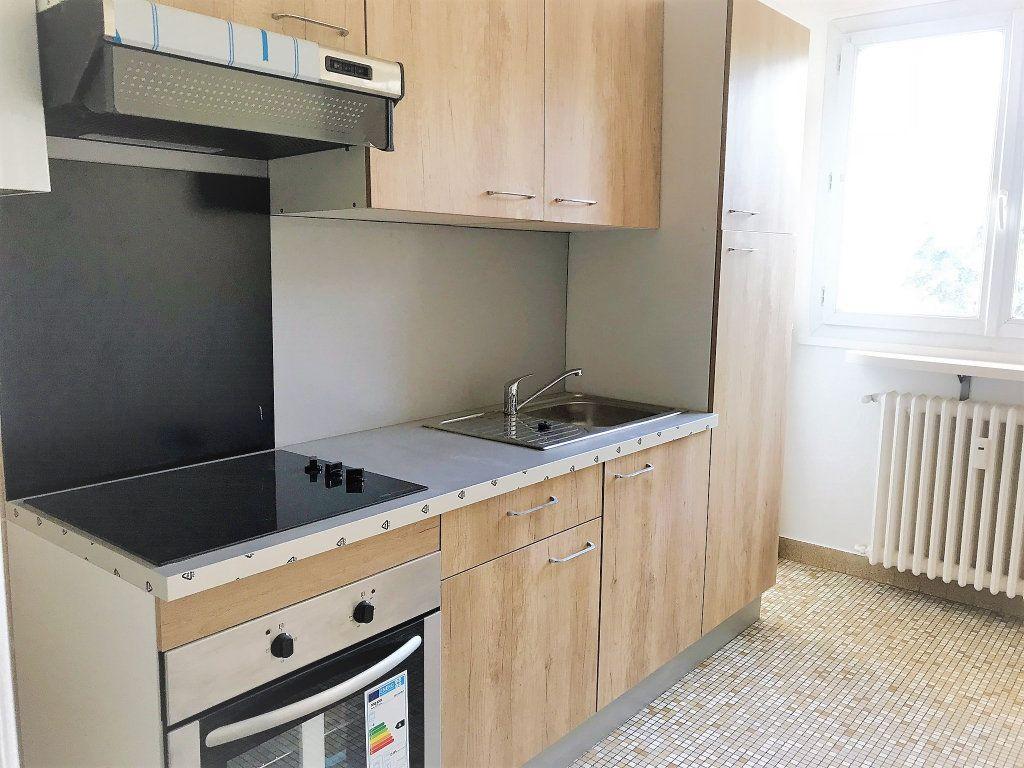 Appartement à louer 4 95.9m2 à Reims vignette-2