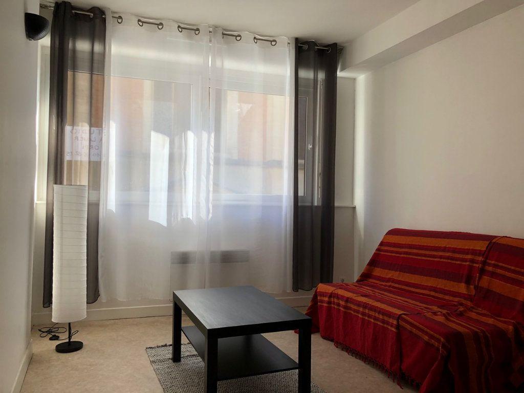 Appartement à louer 1 22.49m2 à Reims vignette-1