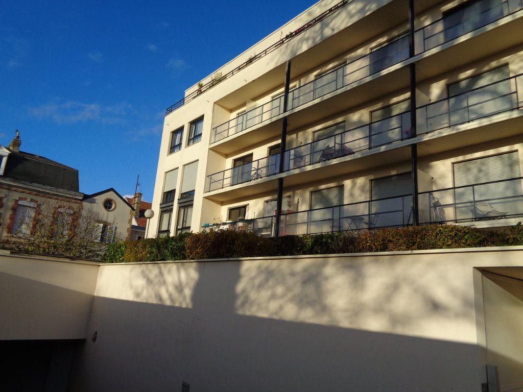 Appartement à louer 1 21m2 à Reims vignette-1