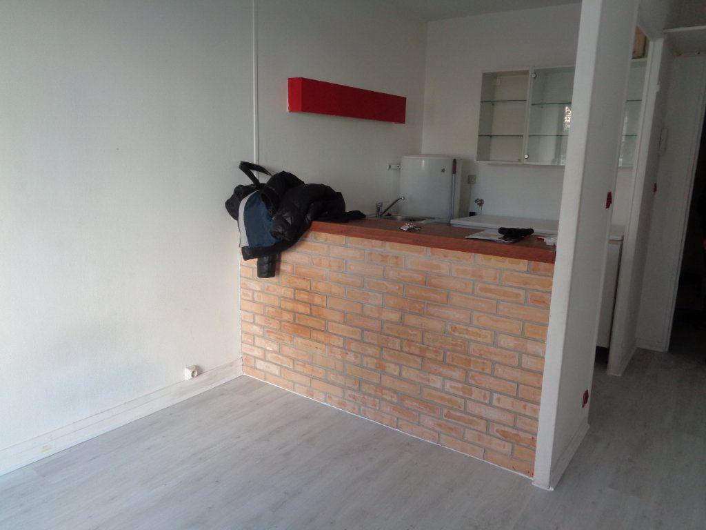 Appartement à louer 1 21m2 à Reims vignette-10