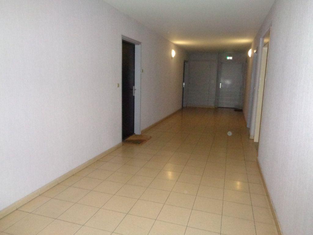 Appartement à louer 1 21m2 à Reims vignette-11