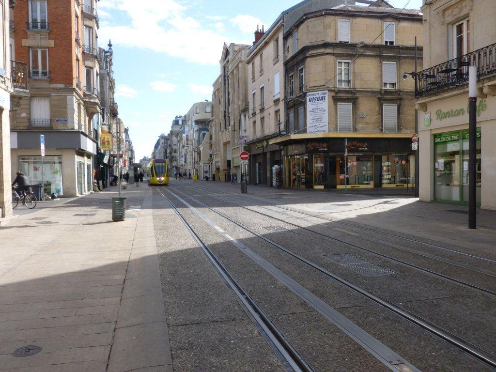 Appartement à louer 2 40.85m2 à Reims vignette-1