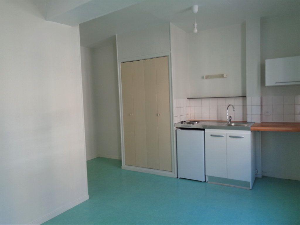 Appartement à louer 2 40.85m2 à Reims vignette-4