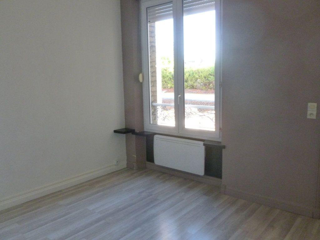 Appartement à louer 1 24.72m2 à Reims vignette-3