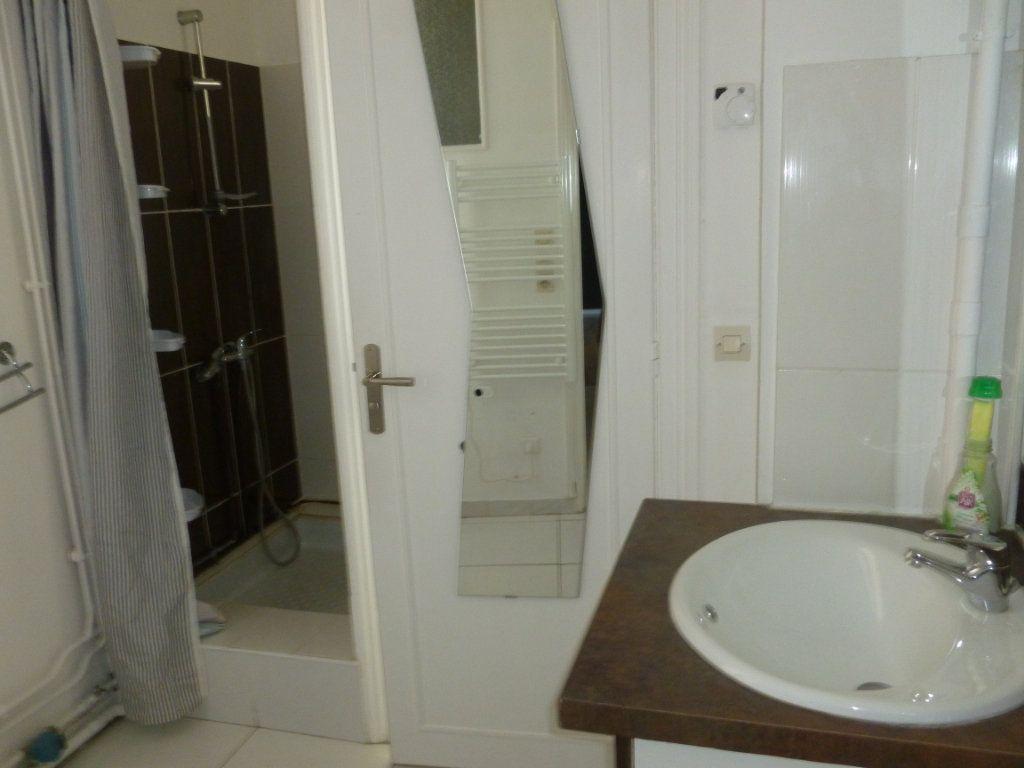 Appartement à louer 1 24.72m2 à Reims vignette-5