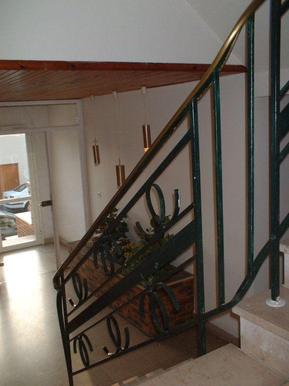 Appartement à louer 2 51m2 à Reims vignette-3