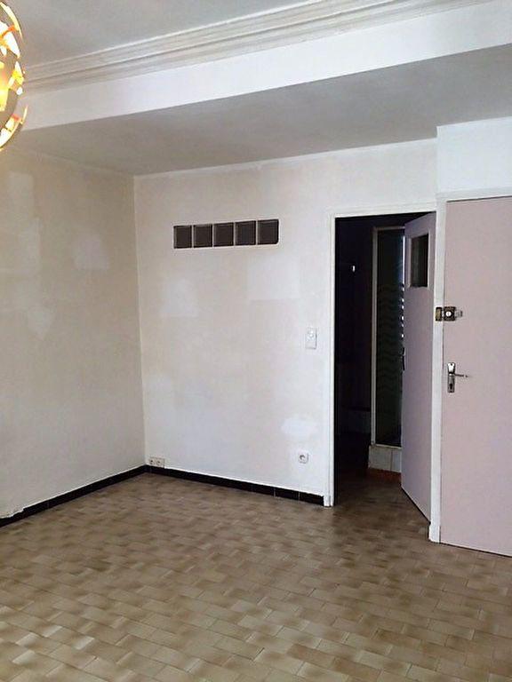Appartement à louer 1 28m2 à La Seyne-sur-Mer vignette-2