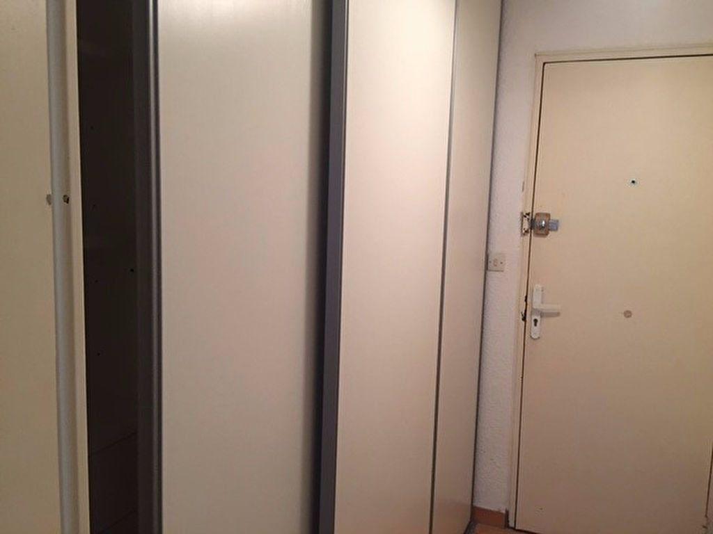 Appartement à louer 1 26.4m2 à Saint-Mandrier-sur-Mer vignette-5