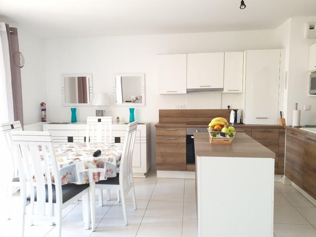 Appartement à vendre 3 59m2 à La Seyne-sur-Mer vignette-2