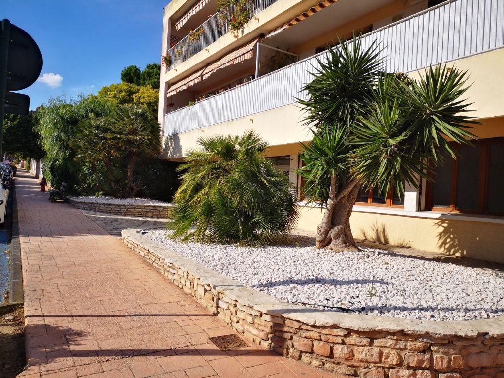 Appartement à vendre 2 55.89m2 à Sanary-sur-Mer vignette-1