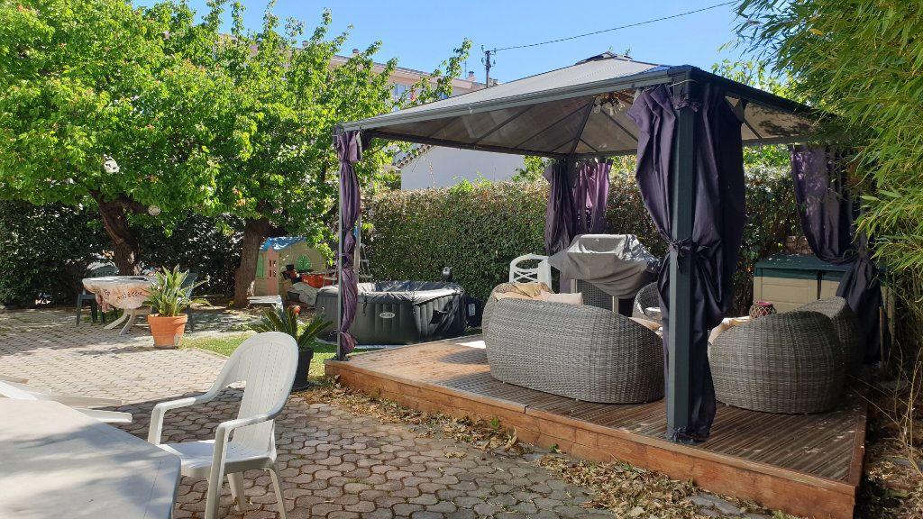 Maison à vendre 5 169m2 à La Seyne-sur-Mer vignette-1