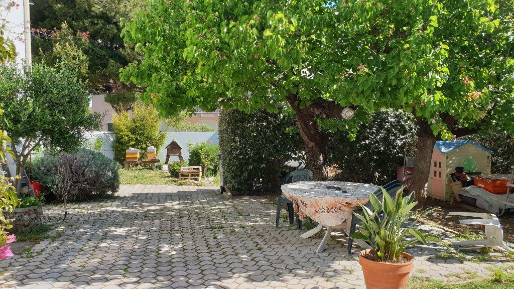 Maison à vendre 5 169m2 à La Seyne-sur-Mer vignette-4