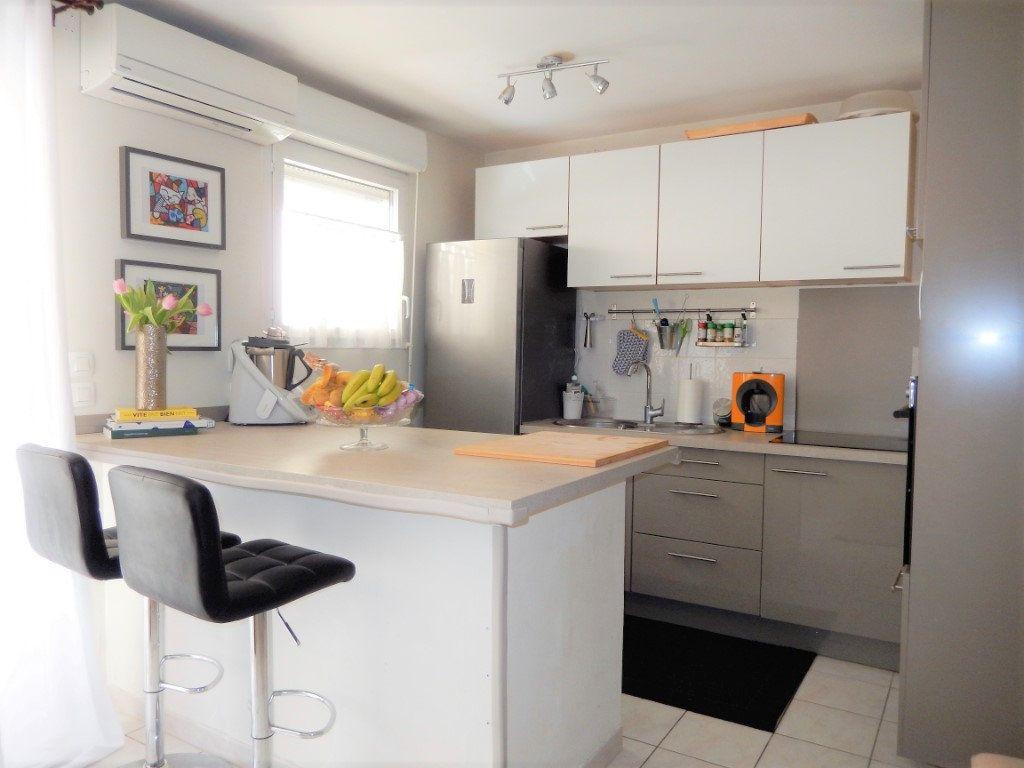 Appartement à vendre 3 61m2 à La Seyne-sur-Mer vignette-3