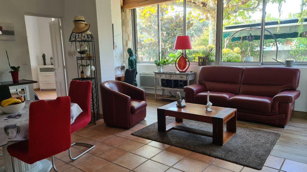 Appartement à vendre 4 147m2 à La Seyne-sur-Mer vignette-3