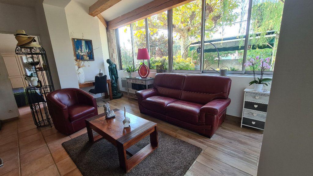 Appartement à vendre 4 147m2 à La Seyne-sur-Mer vignette-4
