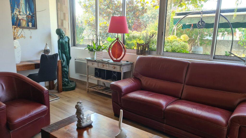 Appartement à vendre 4 147m2 à La Seyne-sur-Mer vignette-5