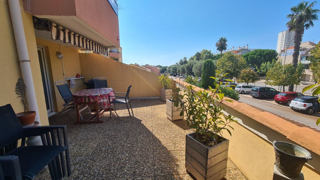 Appartement à vendre 3 67m2 à La Seyne-sur-Mer vignette-1