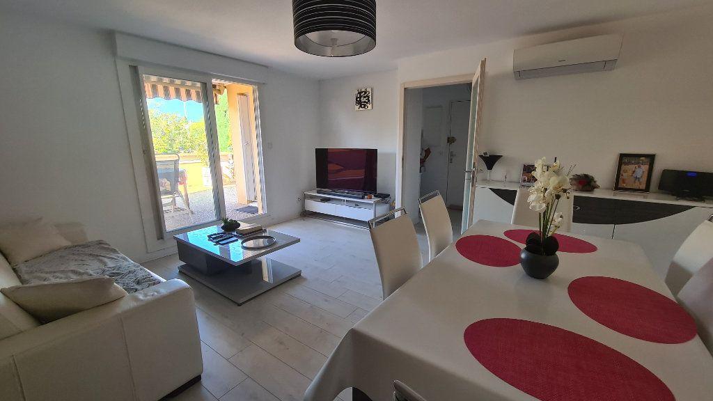 Appartement à vendre 3 67m2 à La Seyne-sur-Mer vignette-3