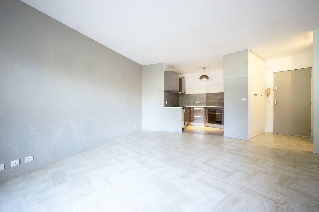 Appartement à louer 2 47.45m2 à Mandelieu-la-Napoule vignette-2