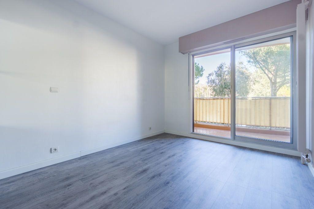 Appartement à louer 2 47.45m2 à Mandelieu-la-Napoule vignette-6