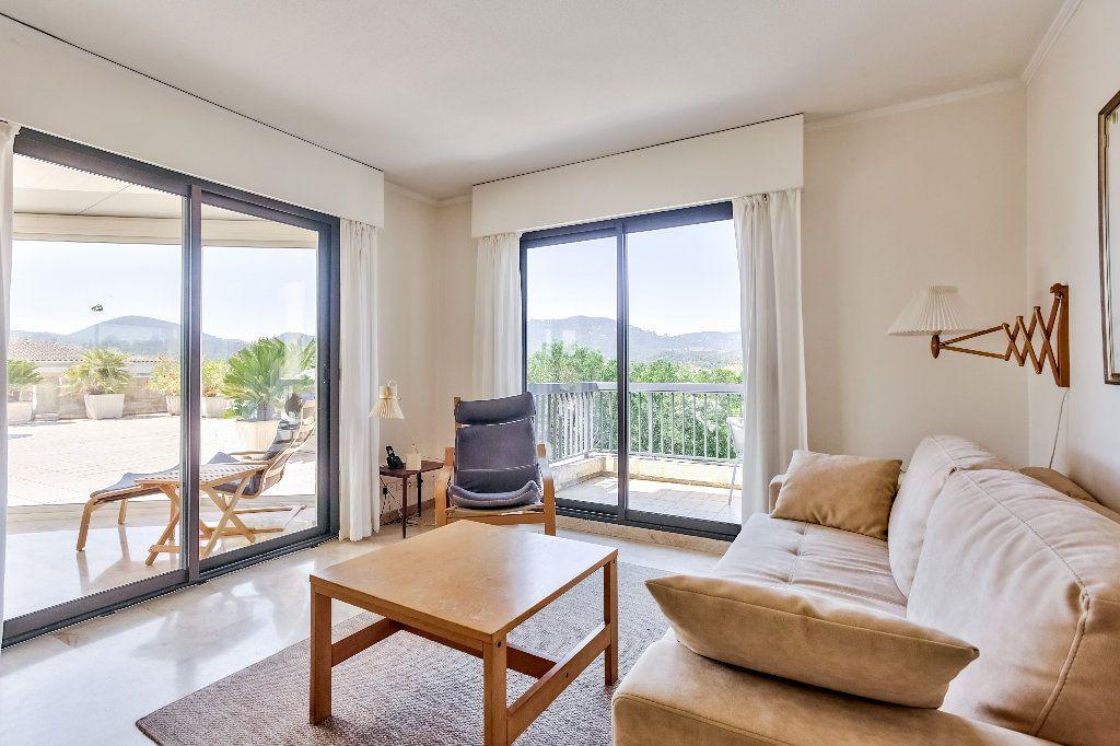 Appartement à vendre 3 61.1m2 à Mandelieu-la-Napoule vignette-7
