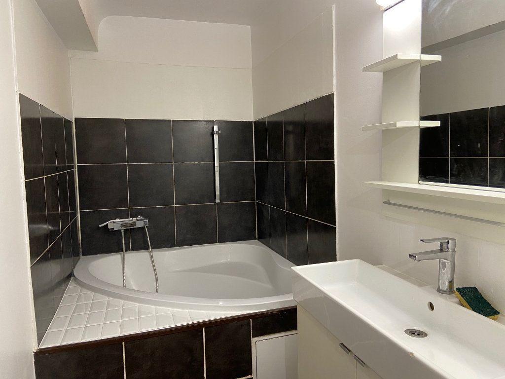Appartement à louer 4 98.2m2 à Aix-en-Provence vignette-5