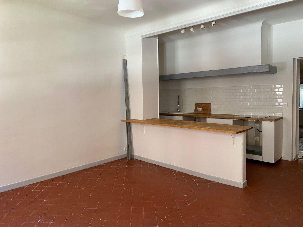 Appartement à louer 4 98.2m2 à Aix-en-Provence vignette-6