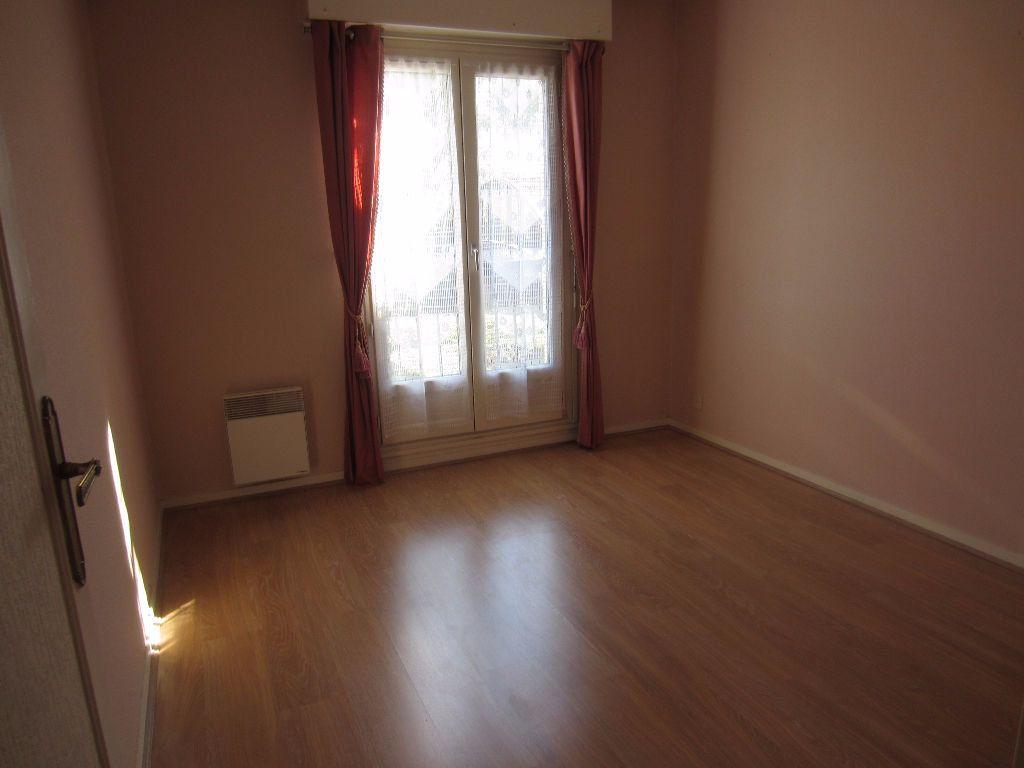 Appartement à louer 2 48m2 à Romorantin-Lanthenay vignette-2