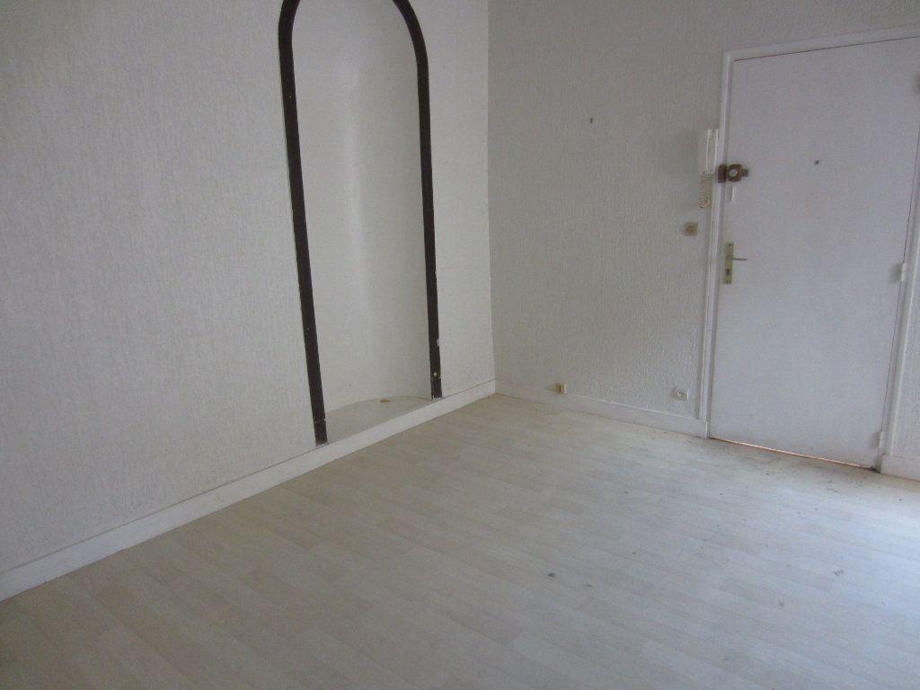 Appartement à louer 2 29m2 à Romorantin-Lanthenay vignette-1