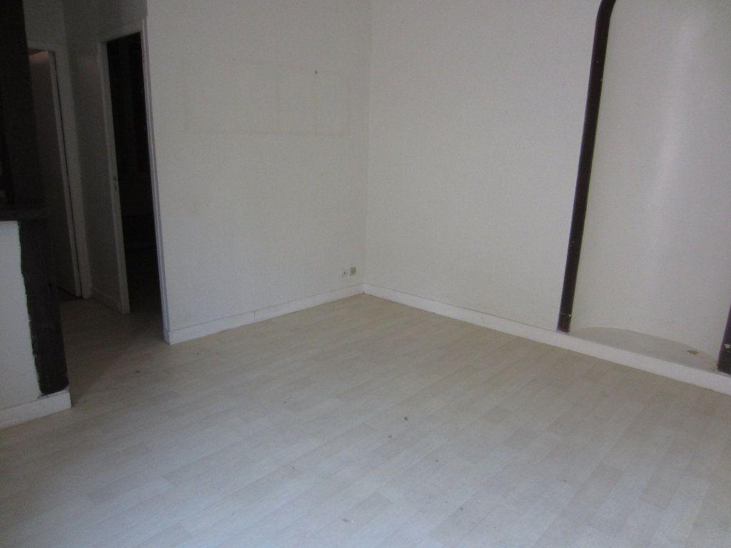 Appartement à louer 2 29m2 à Romorantin-Lanthenay vignette-2