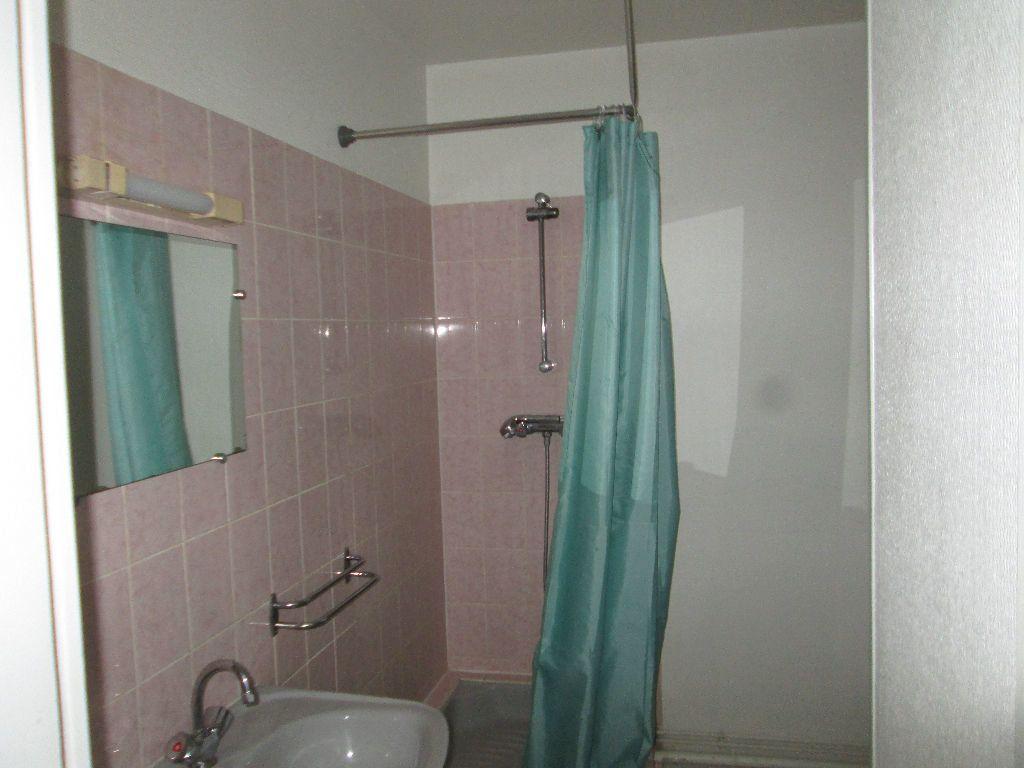 Appartement à louer 2 27m2 à Romorantin-Lanthenay vignette-2